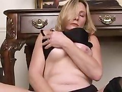 Bigtit housewife slaps her wet pussy