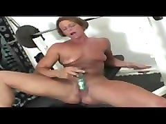 miss hot butt plays with her gym clit