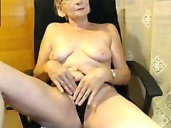 mature granny fingering her vagina in amateur session